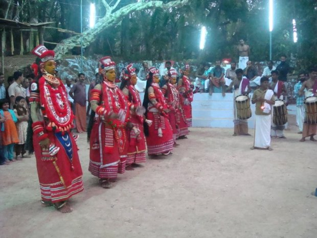 Kavu dance performers